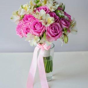 """Букет невесты из розовых роз """"Аква"""" и белой альстромерии. """"Pion Bouton"""" - Киев."""