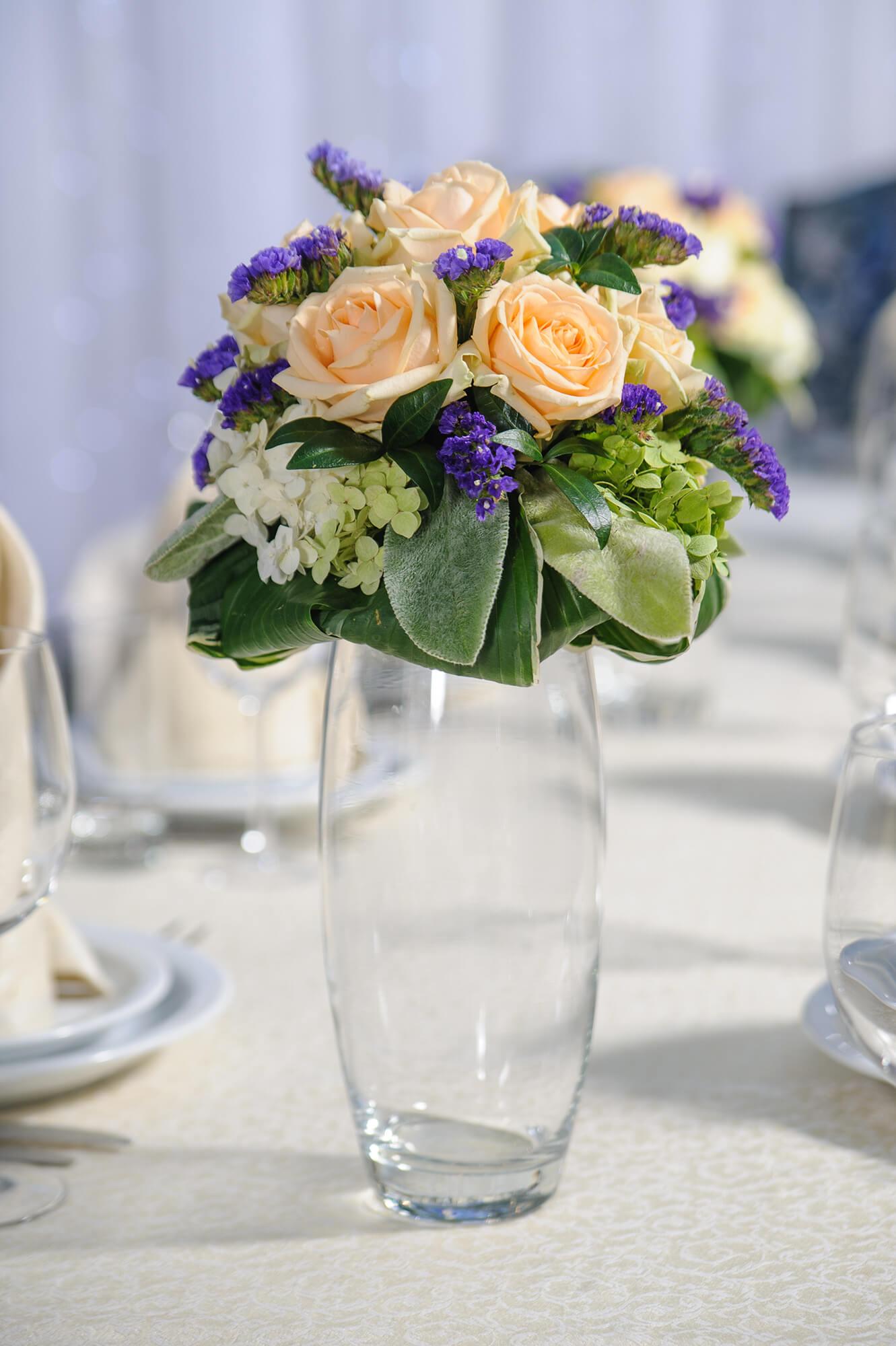 Букет жемчужина, свадебный букет на столе