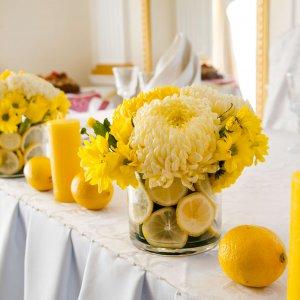 """Свечи, лимоны и цветы на столе молодоженов. """"Pion Bouton"""" - Киев."""