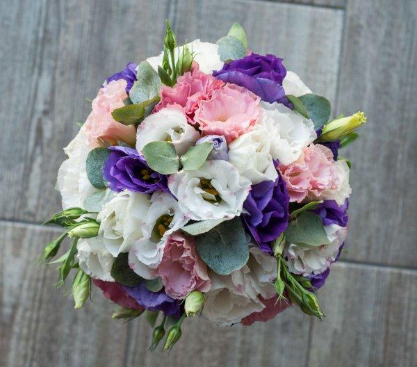 """Букет невесты (сверху) из розовой, белой, фиолетовой эустомы. """"Pion Bouton"""" - Киев."""