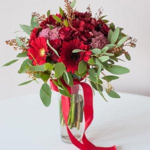 """Бордово-розовый букет невесты из гербер, роз, хризантем, седума и эвкалипта """"Pion Bouton"""" - Киев."""