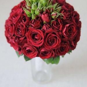 """Бордовый букет невесты из маленьких роз. """"Pion Bouton"""" - Киев."""
