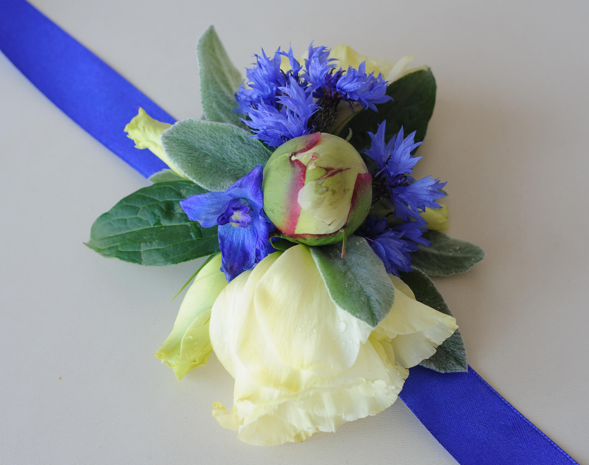 желто-синий браслет подружки невесты