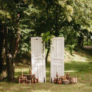 """Фотозона с винтажными дверьми. """"Pion Bouton"""" - Киев."""
