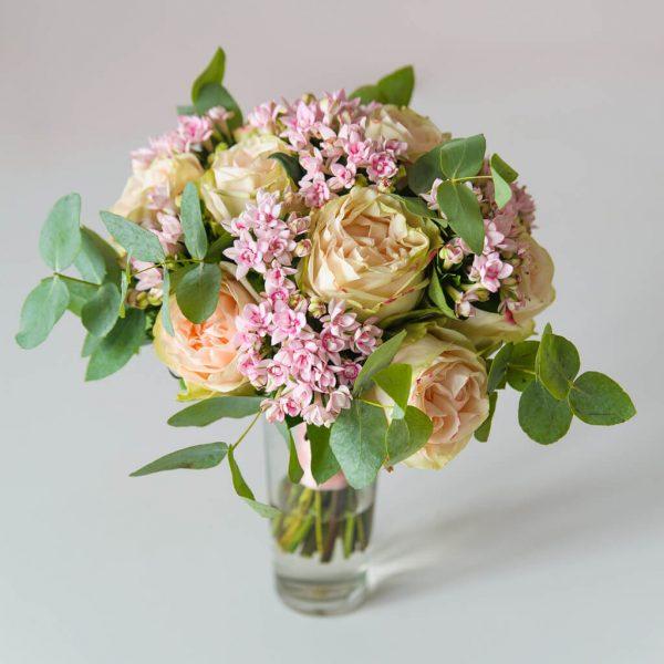 """Букет невесты из персиковых пионовидных роз, розовой бувардии и зелени. """"Pion Bouton"""" - Вышгород."""