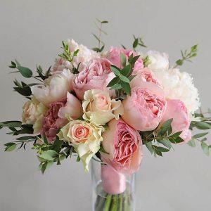 """Нежно-розовый букет невесты из пионов, роз и эвкалипта. """"Pion Bouton"""" - Киев."""