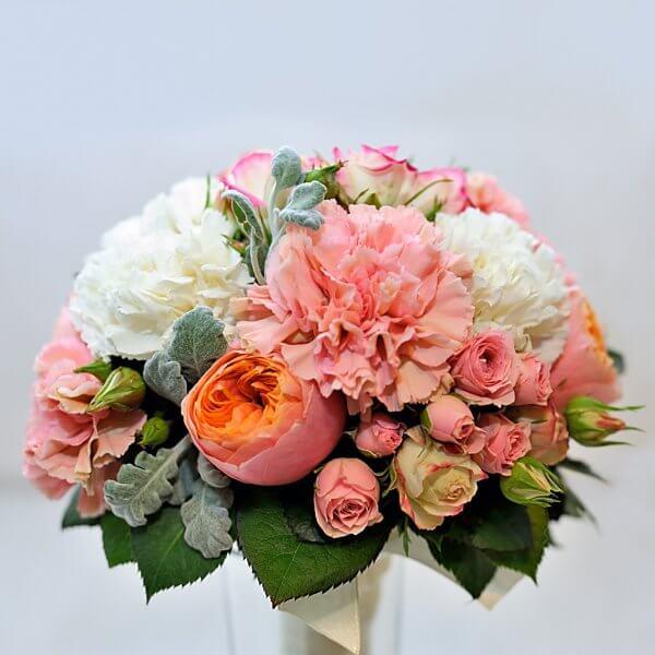 """Букет невесты из пионовидных роз """"Вувузела"""", кустовых роз, молочных и розовых гвоздик и стахиса без ножки."""