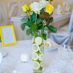 """Цветы на стол гостей лимонной свадьбы. """"Pion Bouton"""" - Киев."""
