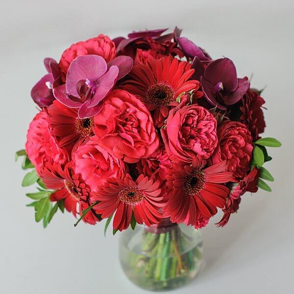 Букет марсала: орхидея, роза, гербера, фисташка