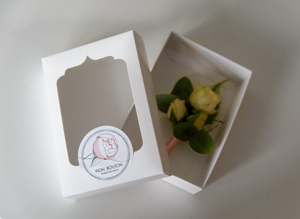 Подарочная коробочка для бутоньерки жениха