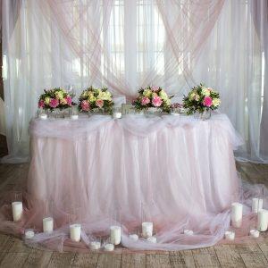 """Декор свадебного стола жениха и невесты в пудровом цвете. """"Pion Bouton"""" - Киев."""