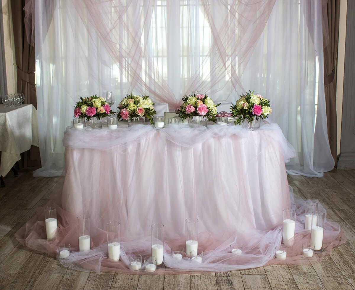 декор свадебного стола жениха и невесты