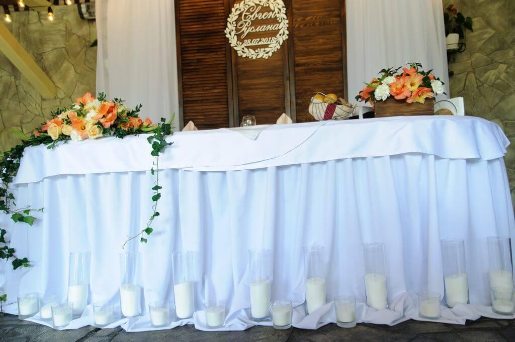 Стол молодожен с насыпными свечами