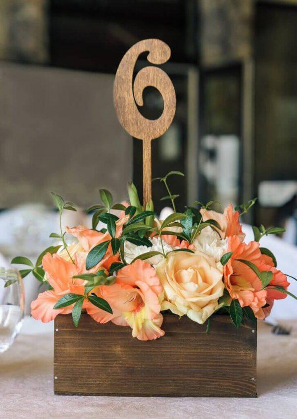 цветочная композиция в ящичке с номерком №6