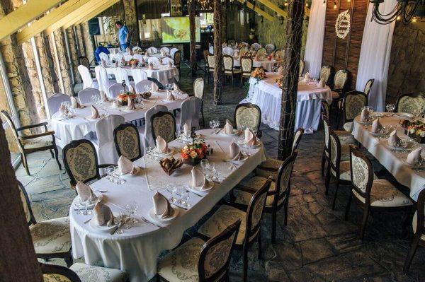 зал ресторана Вышеград в Вышгороде