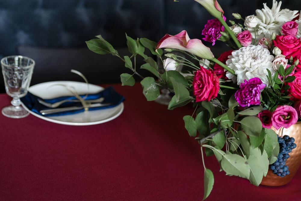 композиция и столовые приборы - ресторан Смородина