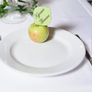 """Карточка рассадки гостей в виде яблочного листка. """"Pion Bouton"""", Киев."""