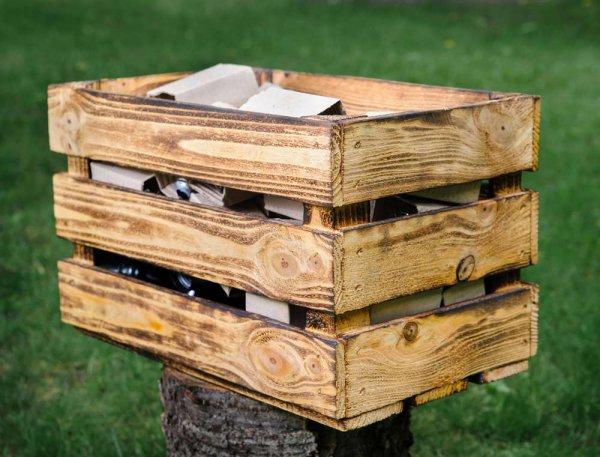 декоративный деревянный ящик из обоженных досок
