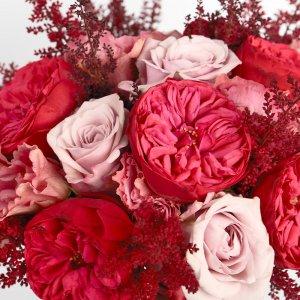"""Букет невесты цвета марсала крупным планом из роз, астильбы и эустомы. """"Pion Bouton"""" - Киев."""