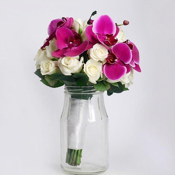 Фиолетовый букет невесты из орхидеи и роз в стоит в банке - Киев.