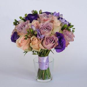 Букет невесты из сиреневых, розовых и фиолетовых цветов с розовой лентой - Киев.