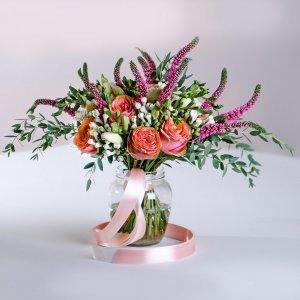 Розовый растрепыш декорированный длинной атласной лентой