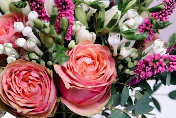 Пионовидная роза Wild Look в букете растрёпышеете