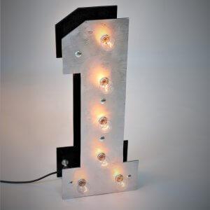 """Светящаяся цифра """"1"""" с лампочками для фотозоны и фотосессии."""