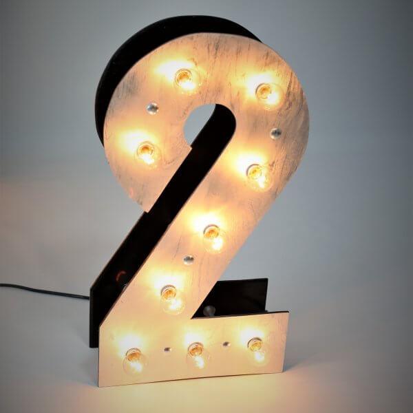Светящаяся цифра 2 с лампочками для фотосессий