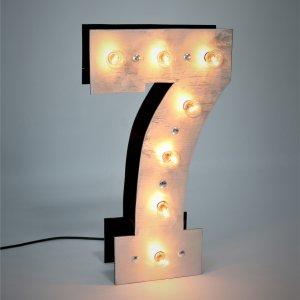 """Объемная цифра """"7"""" с светящимися лампочками"""