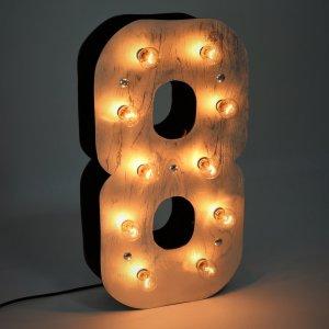 """Объемная цифра """"8"""" с светящимися лампочками"""