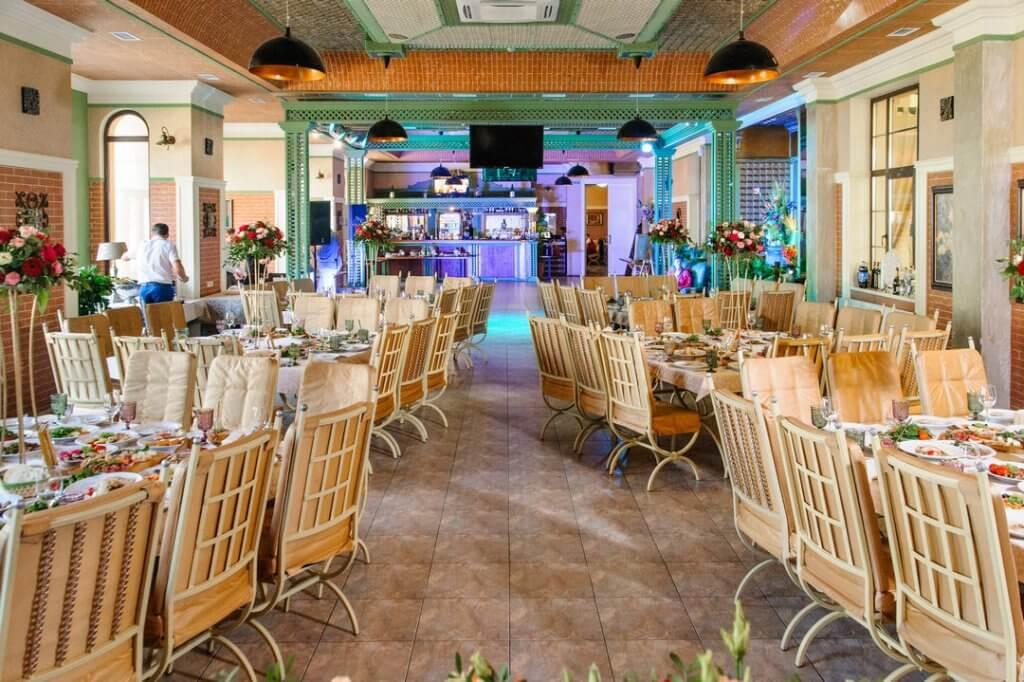 """Зал ресторана """"Green Villa"""" готов к свадебному банкету"""