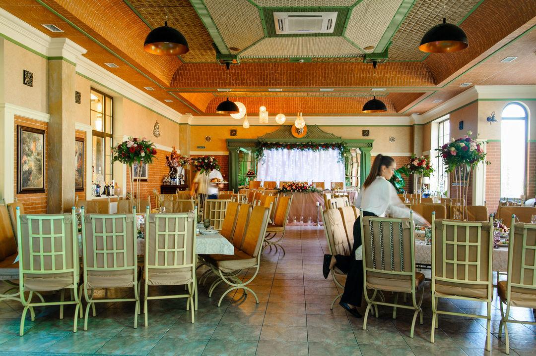 """Зал ресторана """"Green Villa"""""""
