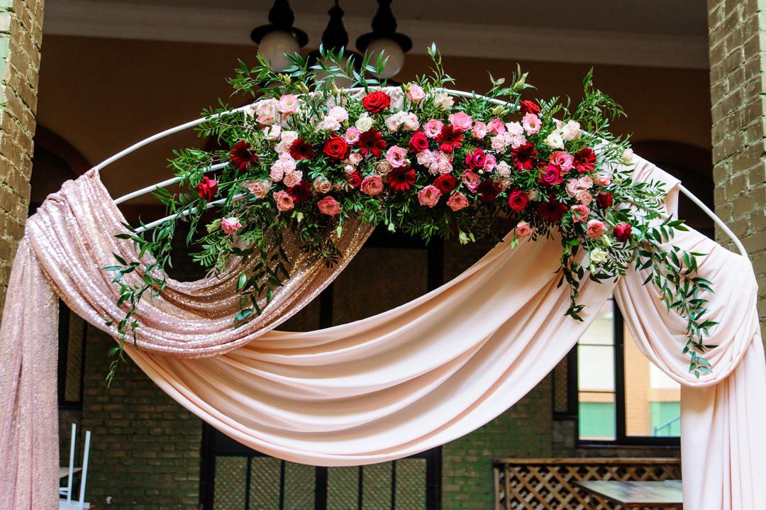 Цветы на свадебной арке