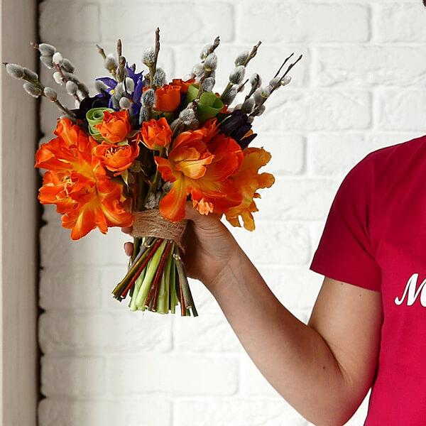"""Весенний букет с тюльпанами, розами, ирисами, котиками. Букет от """"Пион Бутон""""."""