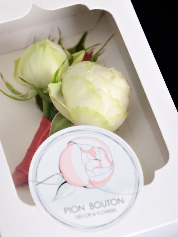 """Коробочка для бутоньерки жениха с фирменной наклейкой """"Pion Bouton"""""""