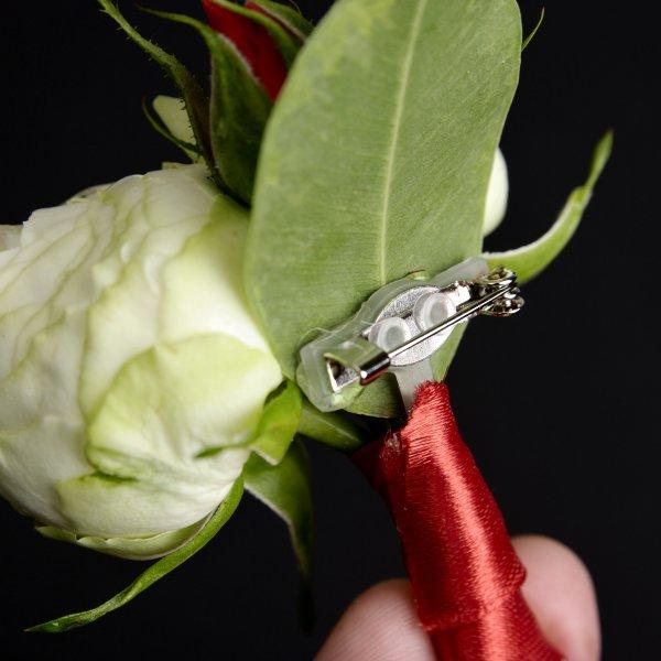 Заколка в бутоньерке жениха для крепления на лацкане