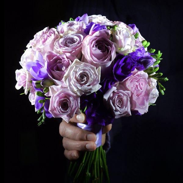 Лавандово-фиолетовый букет невесты