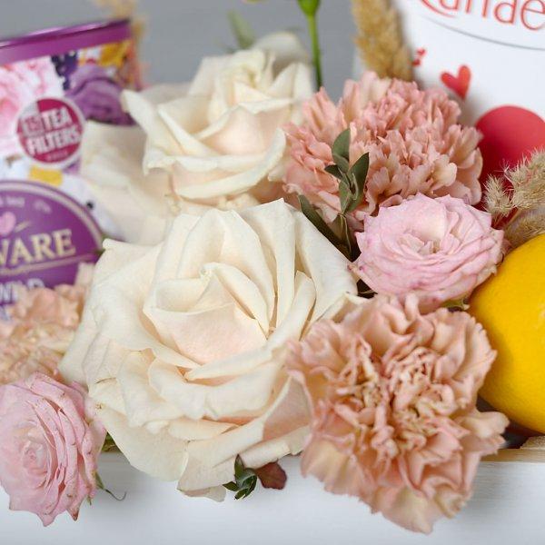Цветы в подарке на 8 Марта - то что любит каждая женщина