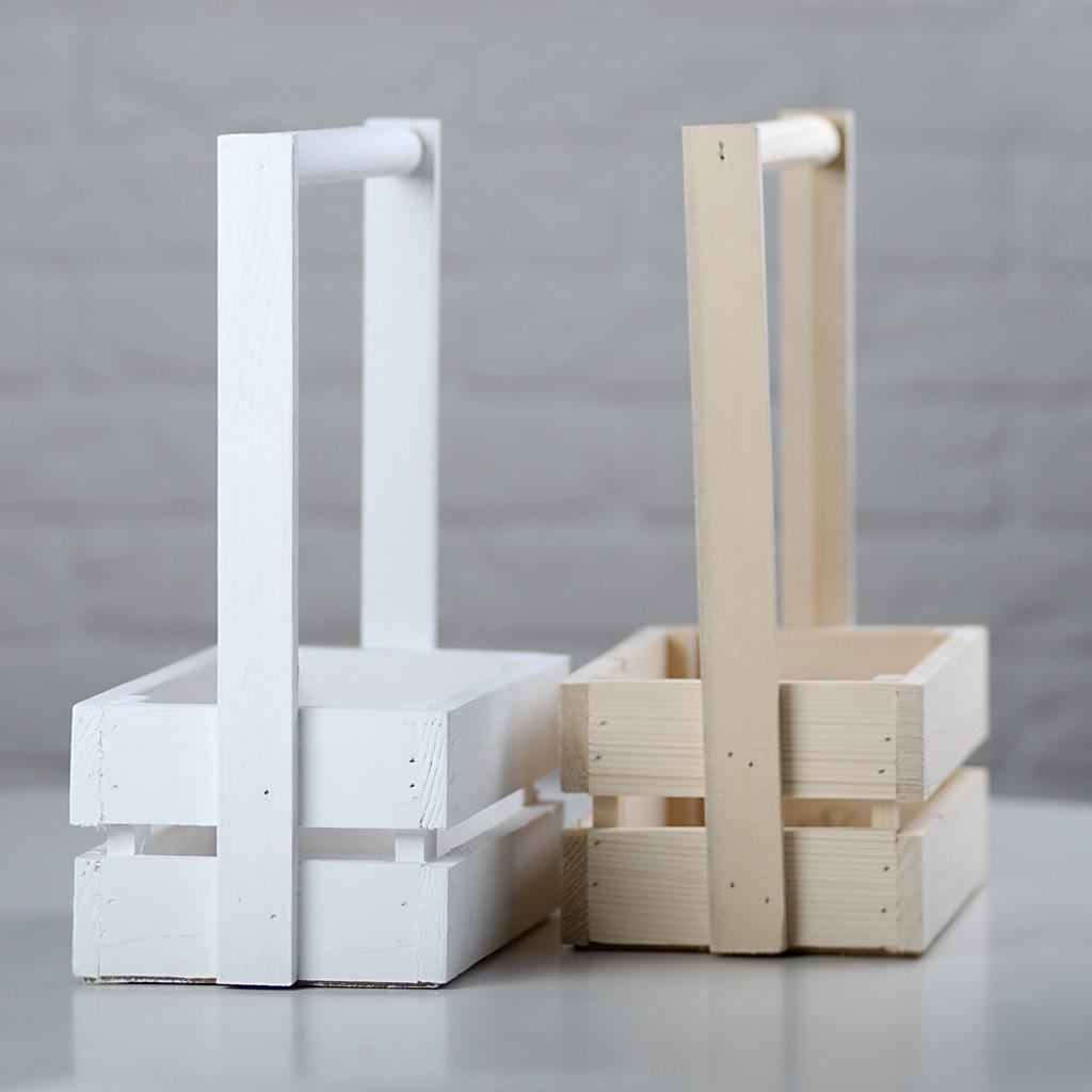 Ящики белого и древесного цвета