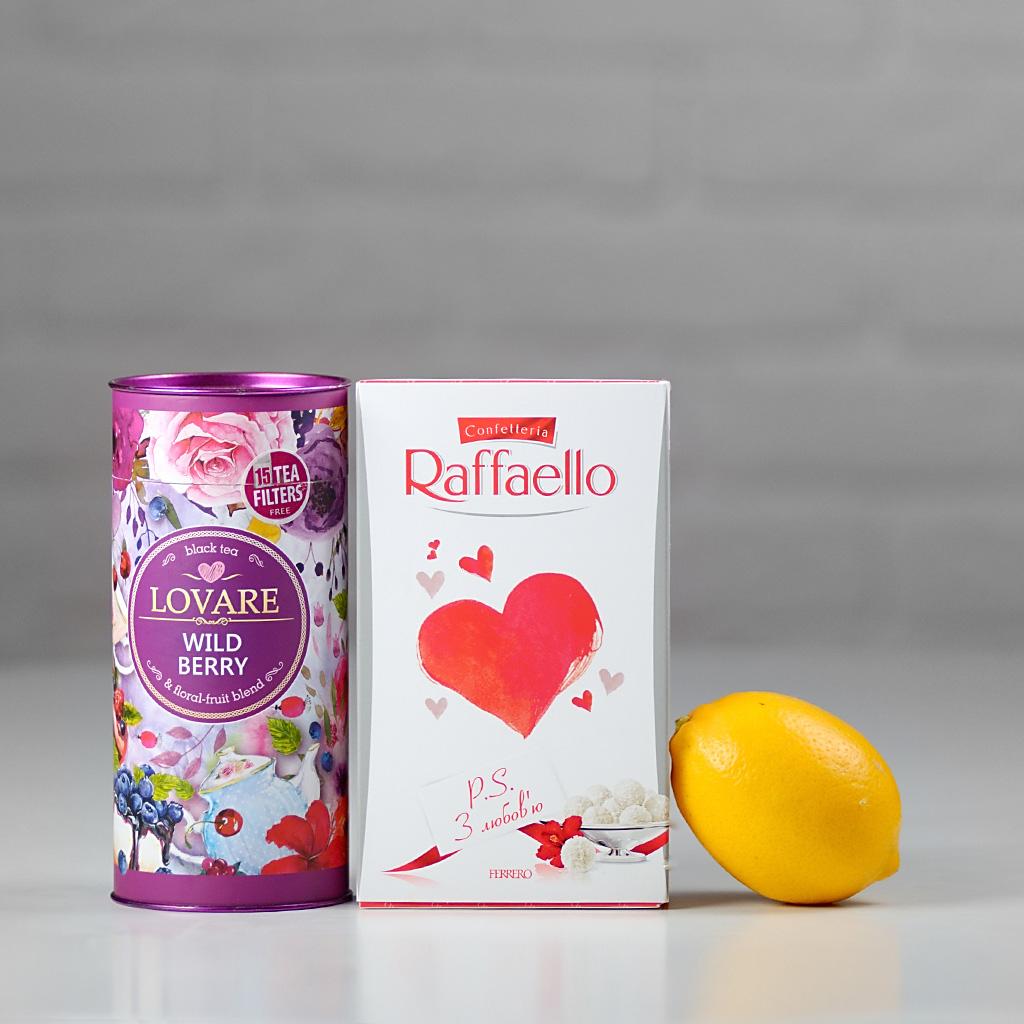 Чай конфеты и лимон - всё для того чтобы провести несколько сладких минут.