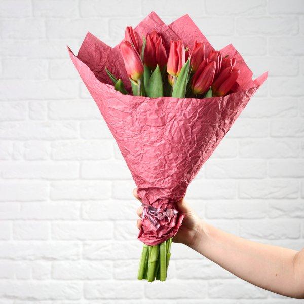Букет из красных тюльпанов на 8 марта
